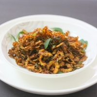 Crispy Fried Bitter Gourd (Pavakkai) With Curry Leaves
