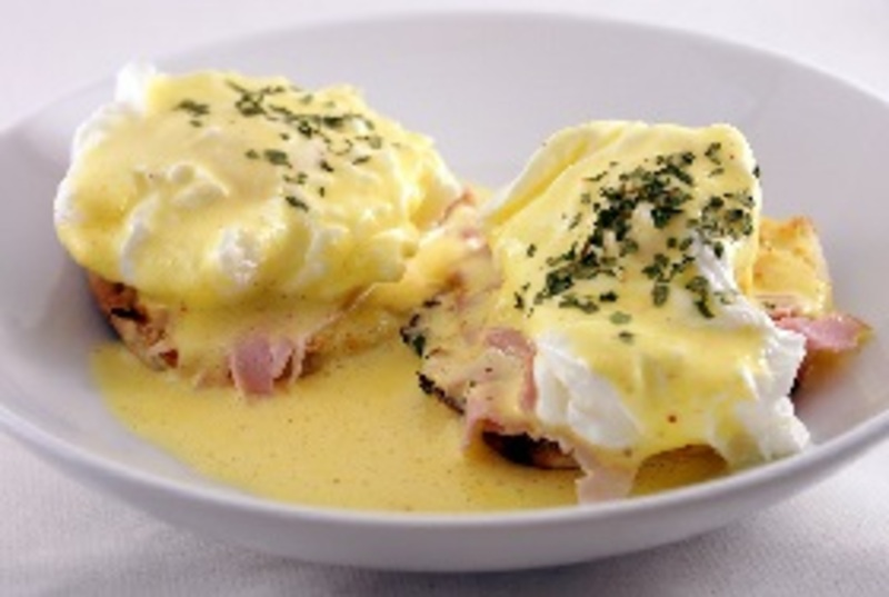 Quick Eggs Benedict Recipe by Shalina - CookEatShare