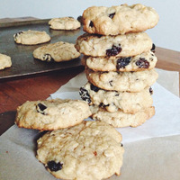 Super Simple Oatmeal Raisin Cookies