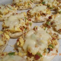 Bacon and Eggs English Muffin Breakfast Pizzas