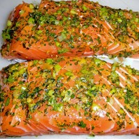 BAKED HERBED SALMON WITH LENTILS AND RED WINE SAUCE