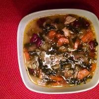 Zuppa di pollo con salsiccia e verdure