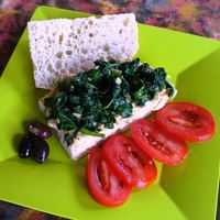 Hummus, Spinach and Tomato Sandwich
