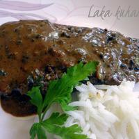 Steak with black pepper sauce
