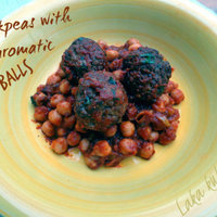 Chickpeas with aromatic meatballs