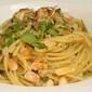 Spaghetti al pesto con filetti di cernia e mandorle tostate