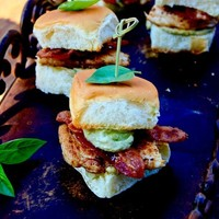 Blackened Chicken Sliders with Bacon and Avocado-Basil Cream