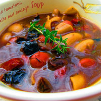 Sun-dried tomatoes, beans, pasta and sausage soup