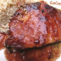 Golden pork chops in wine sauce