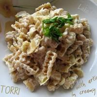 Torri pasta with artichokes in creamy sauce