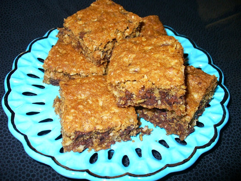 Chewy Chocolate Chip Oatmeal Bar Cookies