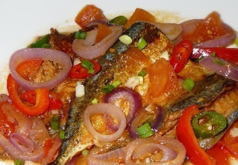 Sarsiadong Galunggong (Fried Mackerel with Tomatoes and Egg sauce)