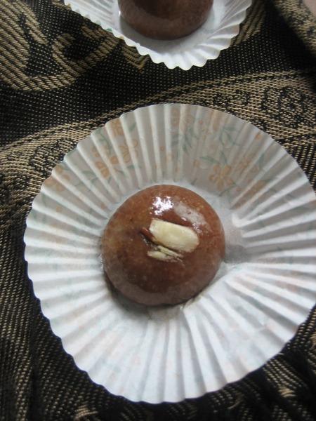 Almond fudge balls