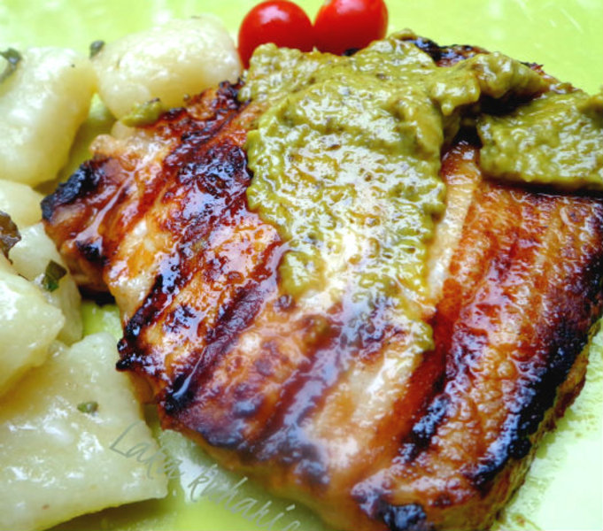 Pork chops with thyme and pesto