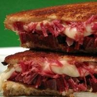 Easy Corned Beef Hash Sandwich