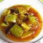 Gur diye Knaacha Aamer ambol / Green mangoes in a tangy, soupy gravy