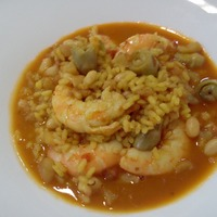 Valencian rice soup with shrimp and artichoke baby
