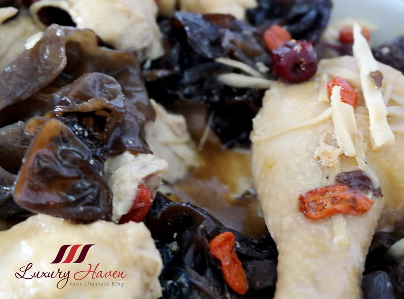 Steamed Dang Gui Chicken with Black Fungus