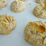 Almond amoRetti cookies