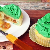 This St Patrick Day cupcake recipe comes with a surprise!