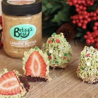 CASHEW BUTTER STRAWBERRY CHRISTMAS TREE TREAT
