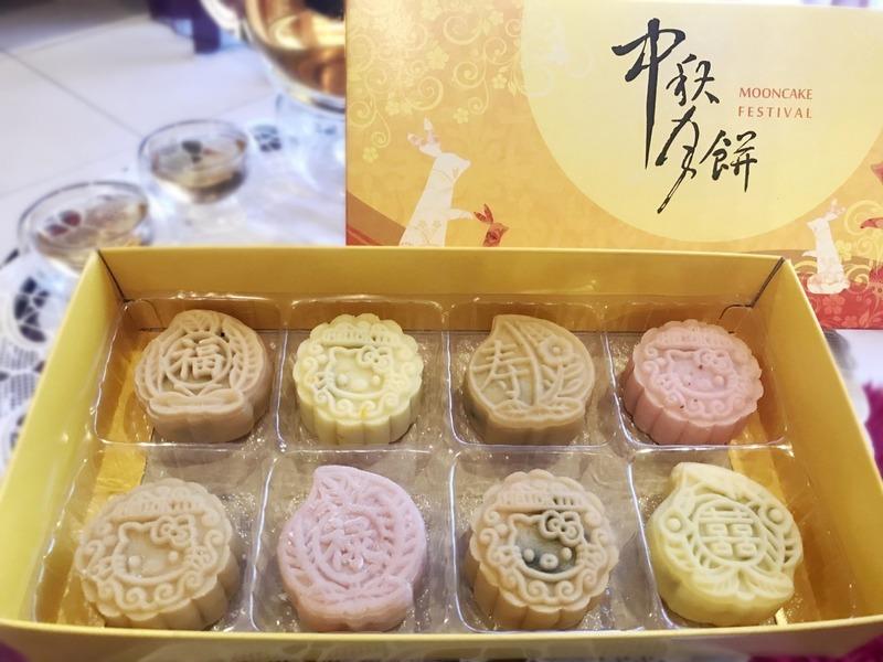 Baileys Snowskin Mooncakes with Black Sesame Paste (百利酒冰皮月饼)