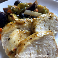 GARLIC CHICKEN WITH ROASTED VEGETABLES