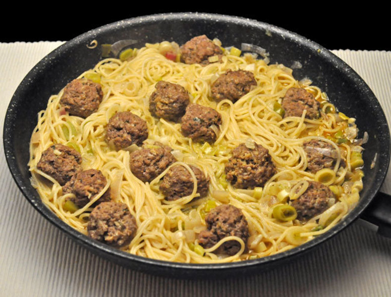Meatballs with Pesto Spaghetti; more spring flowers
