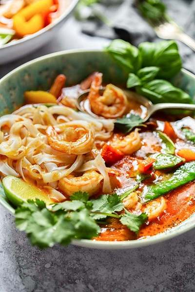 Easy Thai Red Curry with Prawns and Snow Peas